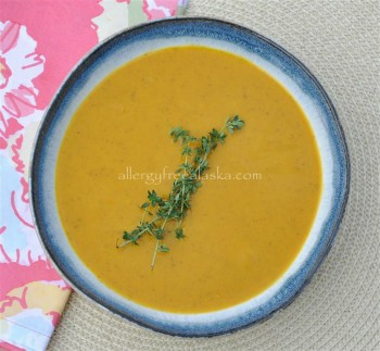 Hearty Curried Carrot Soup (vegan)